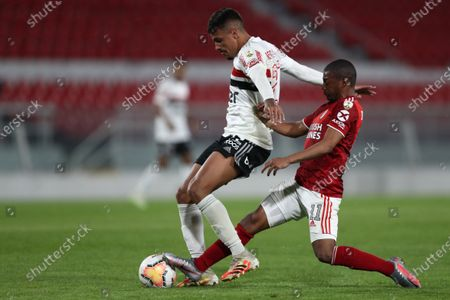 Nicolas de la Cruz (R) of River vies for the ball with Diego Costa (L) of Sao Paulo during their Copa Libertadores group D soccer match between River Plate and Sao Paulo FC at Libertadores de America stadium in Avelleneda, Argentina, 30 September 2020.