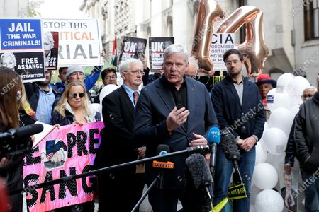 Kristinn Hrafnsson editor in chief of Wikileaks gives a statement outside the Old Bailey in London, as the Julian Assange extradition hearing to the US ended, with a result expected later in the year