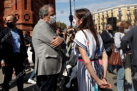 Former Catalonia's President Quim Torra (C-left) chats with Txell Bonet, partner of Omnium Cultural's president Jordi Cuixart, who is currently in jail, as they attend an event in which entities and pro-independence parties commemorate the third anniversary of the unilateral referendum of 01 October in Barcelona, north-eastern Spain, 01 October 2020.