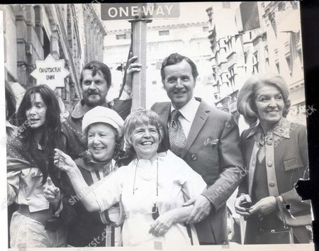 People For Europe. In The Group: Sheila Scott Nicholas Parsons Doris Hare Patricia Hayes And Viscount And Lady Weymouth (now The 7th Marquis Of Bath)