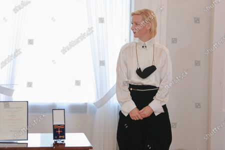 Stock Photo of Federal President Steinmeier awards Sandra Huller the Order of Merit of the Federal Republic of Germany in Bellevue Palace on October 1st. 15 citizens are honored under the motto United and there for each other.