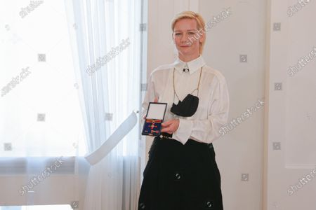 Federal President Steinmeier awards Sandra Huller the Order of Merit of the Federal Republic of Germany in Bellevue Palace on October 1st. 15 citizens are honored under the motto United and there for each other.