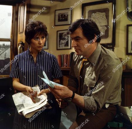 Gillian Wray as Sue Jackson and Jon Laurimore as Waiters.
