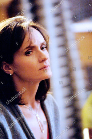 Series 4 - 'Wounded Surgeon' - Karen Berman (Dido Miles).