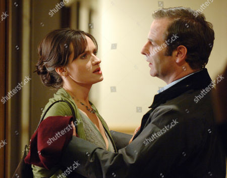 Series 4 - Karen Berman (Dido Miles) and Dr Tony Hill (Robson Green)