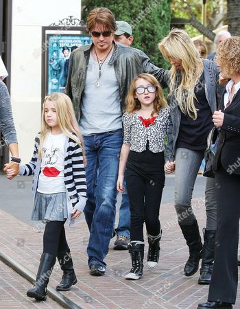 Emily Grace Reaves (tee-shirt with red lips on), Billy Ray Cyrus with daughter Noah Cyrus and wife Tish Cyrus