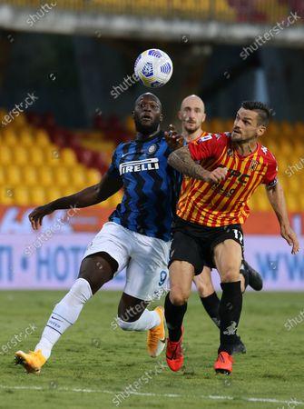 Inter Milan's Belgian forward Romelu Lukaku fights for the ball with Benevento's Christian Maggio