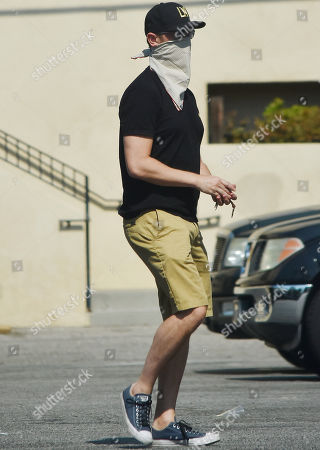 Colin Hanks buying refreshments