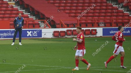 Michael Dawson fires his team mates back up after Freemans goal during the SkyBet Championship game between Nottingham Forest and Bristol City.