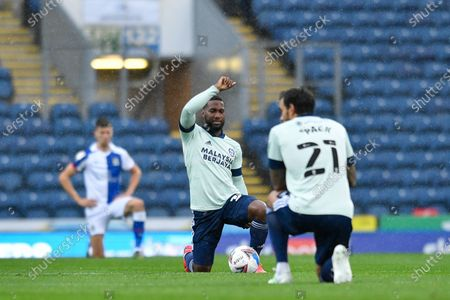 Junior Hoilett (33) of Cardiff City takes a knee before the game