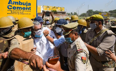Trinamool Congress MP Derek O'Brien manhandled by UP police personnel while heading to meet the Hathras gang rape victim's family, on October 2, 2020 in Hathras, India. A four-member delegation of the Trinamool Congress, led by senior party leader Derek O'Brien, was on Friday stopped by the police from going to the village of the 19-year-old gang-rape victim in Hathras of Uttar Pradesh to meet her family.