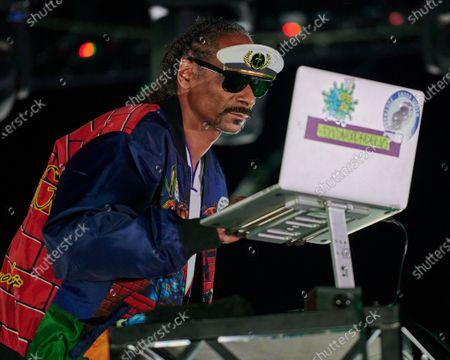 "Snoop Dogg as DJ ""Snoopadelic"""