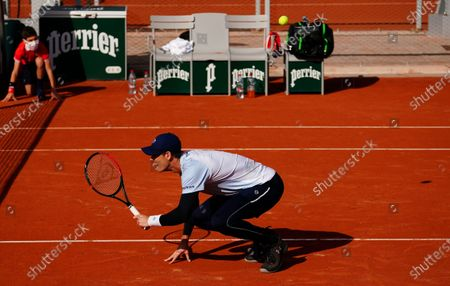 Jamie Murray in last 16 doubles action as the ball flies over him