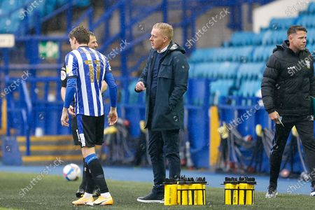Sheffield Wednesday FC Manager Garry Monk gives instructions to his players ahead of the EFL Sky Bet Championship match between Sheffield Wednesday and Queens Park Rangers at Hillsborough, Sheffield