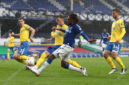 Alex Iwobi of Everton (C) aims to score during the English Premier League match between Everton and Brighton in Liverpool, Britain, 03 October 2020.