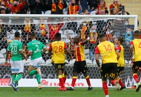 Lens' Gael Kakuta, center right, reacts after scoring during the French League One soccer match between Lens and AS St Etienne, in Lens, northern France