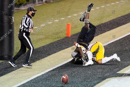 Cornerback Derek Stingley Jr., bottom right, breaks up a pass intended for Vanderbilt wide receiver Chris Pierce (19) in the first half of an NCAA college football game, in Nashville, Tenn