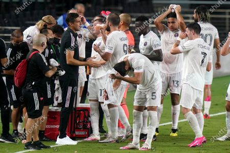 Inter Miami head coach Diego Alonso, left, talks with forward Gonzalo Higuain (9) during the second half of an MLS soccer match against New York City FC, in Fort Lauderdale, Fla
