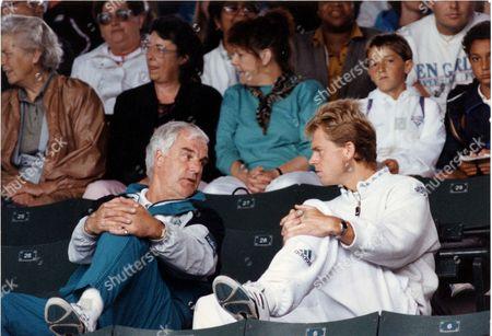 Stefan Edberg - Tennis Player - 1991 Stefan Edberg And Coach Tony Pickard At Wimbledon. Picture Desk ** Pkt 4701 - 346266