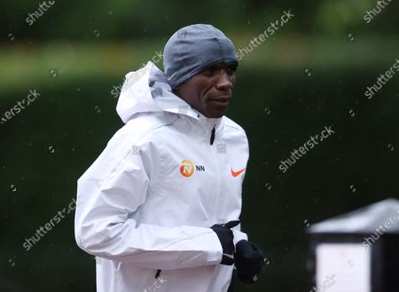 Eliud Kipchoge of Kenya warms up before the elite men's race of the London Marathon in London, Britain, 04 October 2020.