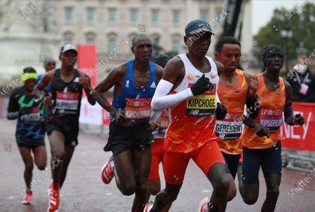 Eliud Kipchoge of Kenya (3-R) in action in elite the men's race during the London Marathon in London, Britain, 04 October 2020.