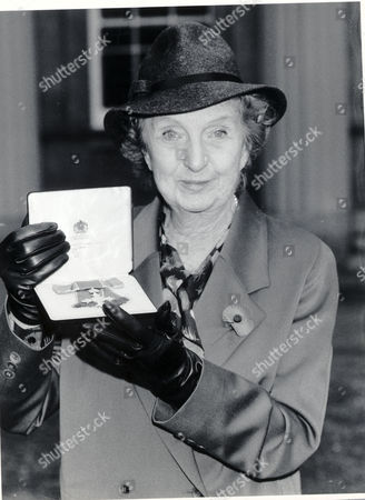 Actress Joan Hickson At An Investiture At Buckingham Palace. She Was Awarded The Cbe.