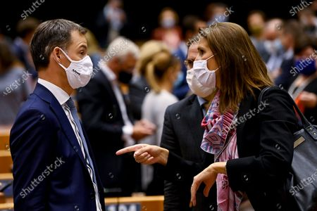 Discussion of the newly formed Belgian government declaration. vote of confidence for the Belgian government. Alexander De Croo and Sophie Wilmes