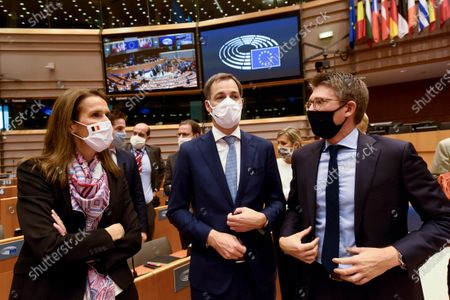 Discussion of the newly formed Belgian government declaration. vote of confidence for the Belgian government. Alexander De Croo and Sophie Wilmes and Pierre-Yves Dermagne