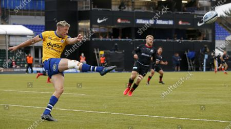 Rhys Priestland of Bath clears the ball
