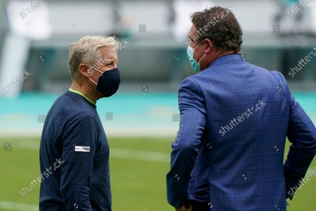 Seattle Seahawks head coach Pete Carroll, left, speaks to former Miami Dolphins quarterback Dan Marino before an NFL football game, in Miami Gardens, Fla