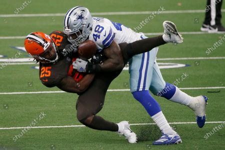 Cleveland Browns running back Dontrell Hilliard (25) catches a pass under pressure from Dallas Cowboys linebacker Joe Thomas (48) in the second half of an NFL football game in Arlington, Texas