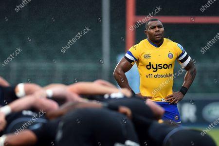 Semesa Rokoduguni of Bath Rugby watches a scrum
