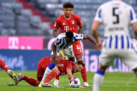 Bayern's Joshua Kimmich (L) and Hertha's Mathew Leckie (R) in action during the German Bundesliga soccer match between Bayern Munich and Hertha BSC Berlin in Munich, Germany, 04 October 2020.