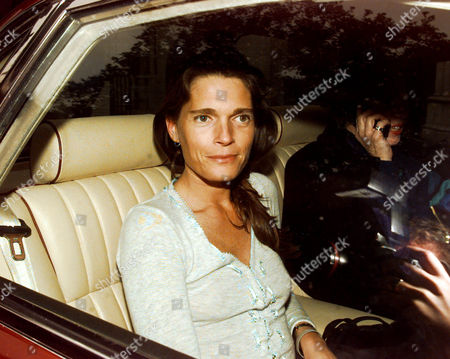 Countess Victoria Spencer Nee Victoria Lockwood Now Mrs Victoria Aitken (january 2005) Lady Victoria Spencer Leaves The High Court In The Back Of A Car After Winning Her Case Against Her Own Lawyers For Mis-representing Her In Her Divorce With Earl Spencer.