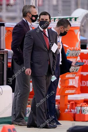 San Francisco 49ers owner Jed York, center, stands with general manager John Lynch, left, before an NFL football game between the 49ers and the Philadelphia Eagles in Santa Clara, Calif