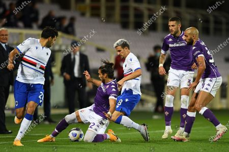 "Mehdi Leris (Sampdoria)Jose Martin Caceres Silva (Fiorentina)Valerio Verre (Sampdoria)Cristiano Biraghi (Fiorentina)Sofyan Amrabat (Fiorentina)           during the Italian  Serie A"" match between Fiorentina 1-2 Sampdoria  at  Artemio Franchi Stadium   on October 02 , 2020 in Florence, Italy."