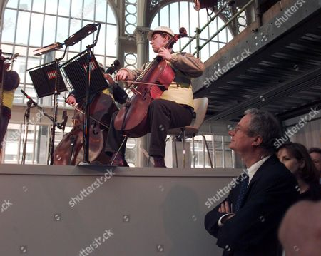 Mp Chris Smith (now Baron Smith Of Finsbury) Watches Royal Opera House Musicians At The Topping Out Ceremony At The Royal Opera House. Lord Smith