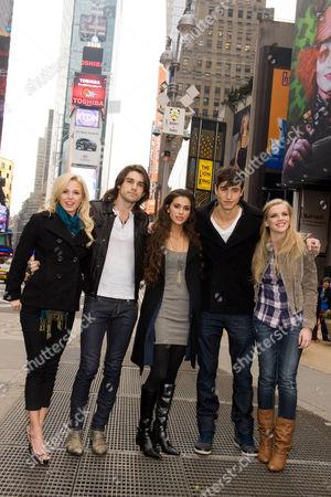 Stock Photo of Amanda Phillips, Justin Gaston, Giglianne Braga, Benjamin Elliot and Kara Kilmer