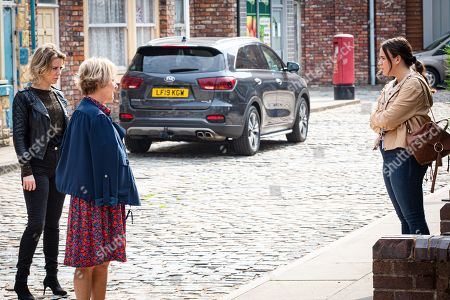 Coronation Street - Ep 10134 Monday 5th October 2020 - 2nd Ep Faye Windass, as played by Elle Leach, apologises to Sally Metcalfe, as played by Sally Dynevor, for letting the cat out of the bag about the wedding.