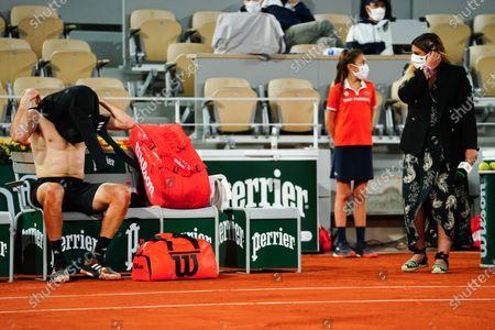Marion Bartoli averts her gaze as Stefanos Tsitsipas changes his shirt after winning his Men's Singles fourth round match