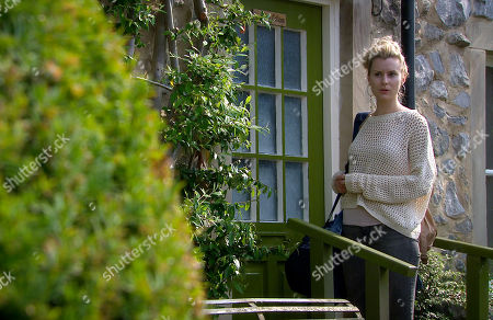 Emmerdale - Ep 8860 Tuesday 13th October 2020 Dawn Taylor, as played by Olivia Bromley, leavs Woodbine Cottage with a rucksack...