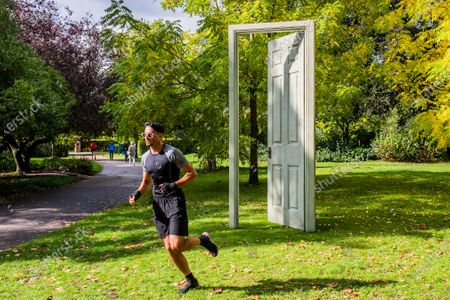 Gavin Turk, L'Âge d'Or (Green & Red), 2019 - Frieze Sculpture, the largest outdoor exhibition in London. Work by 12 leading international artists in Regent's Park from 5th October - 18h October in a free showcase.