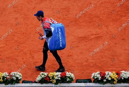 Jamie Murray walks off alone after losing in his Men's Doubles Quarter Final