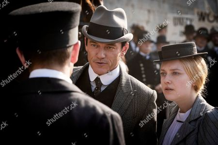 Luke Evans as John Moore and Dakota Fanning as Sara Howard