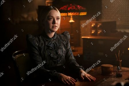 Dakota Fanning as Sara Howard