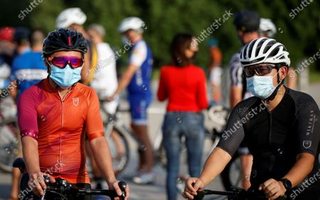 Cyclists wear protective masks while taking part in 'Ride With Lance' in the Gulf emirate of Dubai, United Arab Emirates, 06 October 2020. The US professional cyclist Lance Armstrong invited Dubai cyclists to ride along with him for 50Km loop at the Al Qudra Cycling Track outside Dubai while observing all of the COVID-19 preventive regulations.