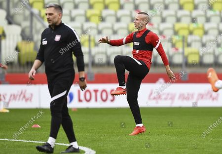 Polish national soccer team player Jacek Goralski (R) attends a training session in Gdansk, Poland, 06 October 2020. Poland will face Finland in their International soccer friendly match on 07 October 2020.