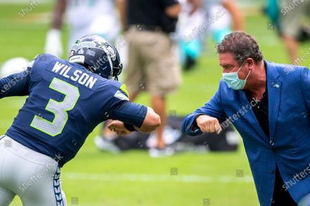 Seattle Seahawks quarterback Russell Wilson (3) and Dan Marino bump elbows on the field before the Seahawks take on the Miami Dolphins during an NFL football game, in Miami Gardens, Fla