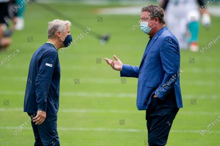 Dan Marino gestures as he speaks with Seattle Seahawks head coach Pete Carroll on the field before the Seahawks take on the Miami Dolphins during an NFL football game, in Miami Gardens, Fla