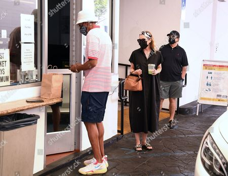 Ellen Pompeo and Chris Ivery are seen picking up food to-go